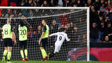 Kevin Gameiro celebra su gol ante el Celtic
