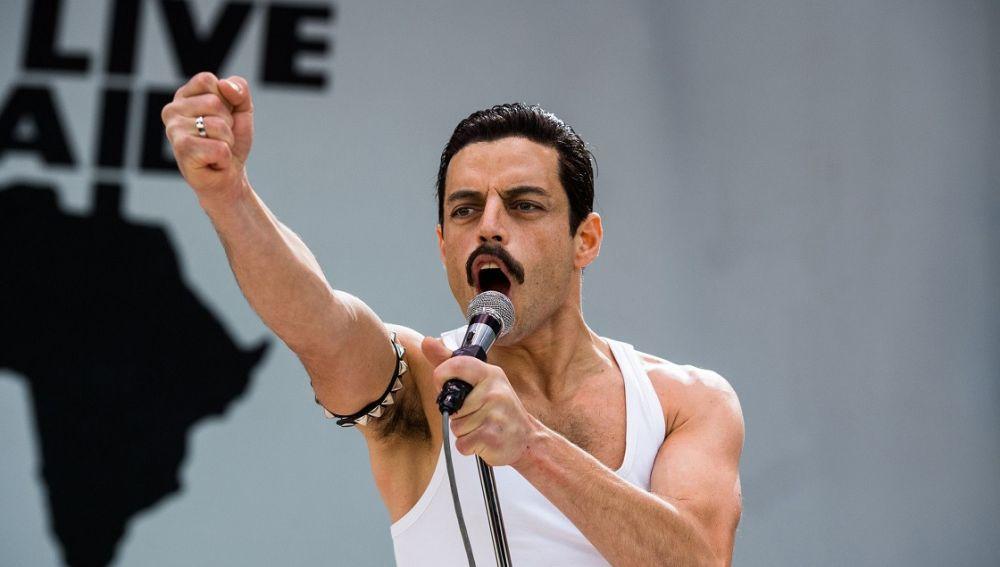 Rami Malek en la recreación del Live Aid de 'Bohemian Rhapsody'