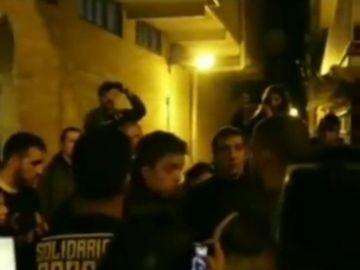"""Jóvenes de izquierda abroncan a Errejón en plena calle: """"Habéis dejado a los trabajadores tirados y la culpa de que partidos fascistas estén en auge es vuestra"""""""