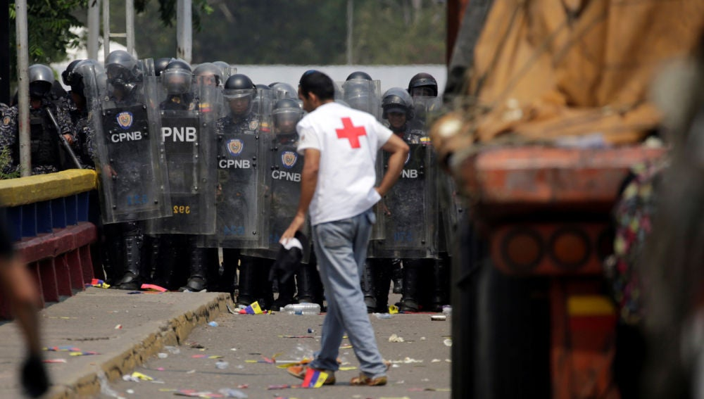 Noticias fin de semana (23-02-19) El Ejército venezolano impide el paso a los camiones con ayuda humanitaria que llegan desde Colombia
