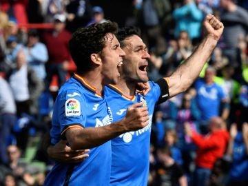 Jaime Mate y Jorge Molina celebran un gol ante el Rayo