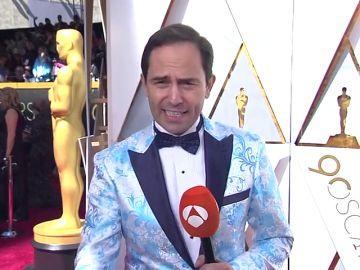 Nuestro compañero no deja indiferente a nadie con su traje en la pasada gala de los Oscar