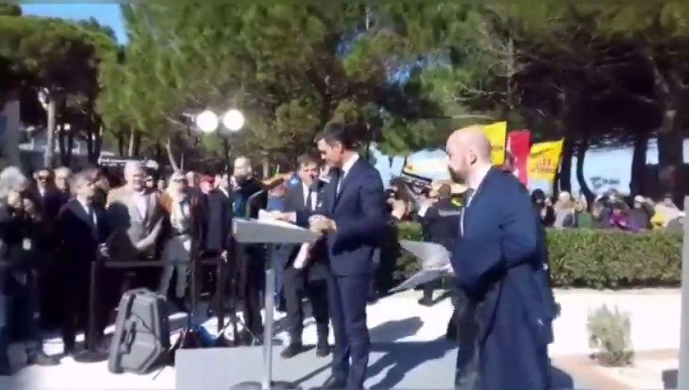 Independentistas catalanes boicotean el acto de Sánchez en la tumba de Machado en Francia