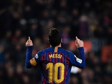 Messi señala al cielo