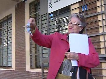 Conceden un piso social a la mujer que vivía con su hijo discapacitado en un trastero de Valencia