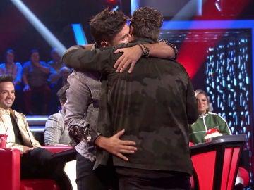 VÍDEO-LA VOZ: El piropo de Pablo López a Antonio Orozco con el que le deja mudo tras intercambiarse los sillones en 'La Voz'
