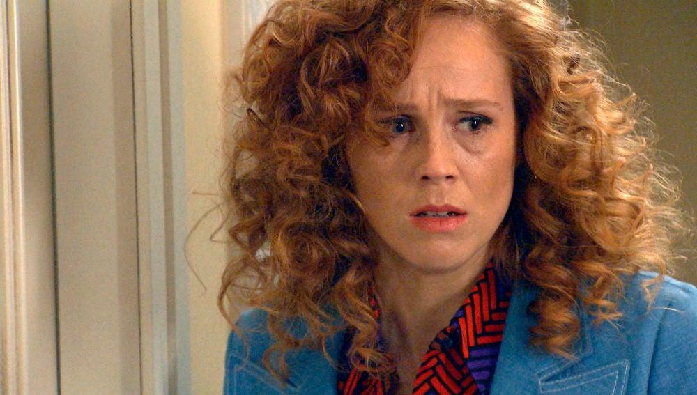 Natalia cae en la trampa de Gabriel sorprendiendo a Carlos y Carolina haciendo el amor