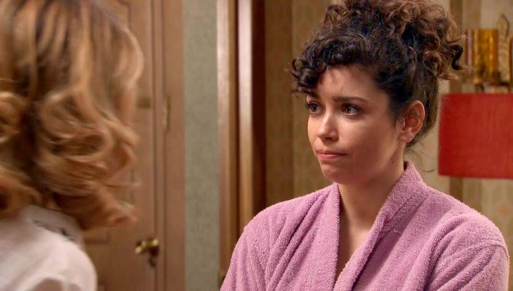 Amelia le da un ultimátum a Luisita tras confundirla con Marcelino en la ducha