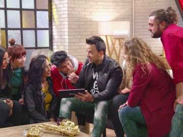 VIDEO: Luis Fonsi comparte con su equipo los entrañables vídeos de sus inicios en la música