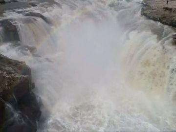 Las impresionantes imágenes de la cascada del Hukou
