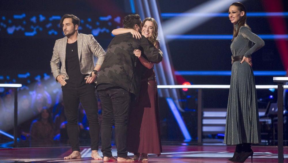 """VÍDEO: Karol G elogia a Viki Lafuente en los Asaltos de 'La Voz': """"Engrandeces con el alma"""""""