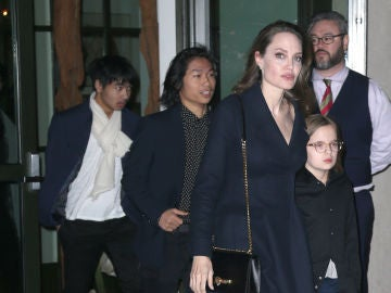 La hija de Angelina Jolie apuesta por las gafitas de moda