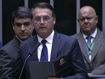 Brasil pide que las escuelas graben a los alumnos cantando el himno nacional