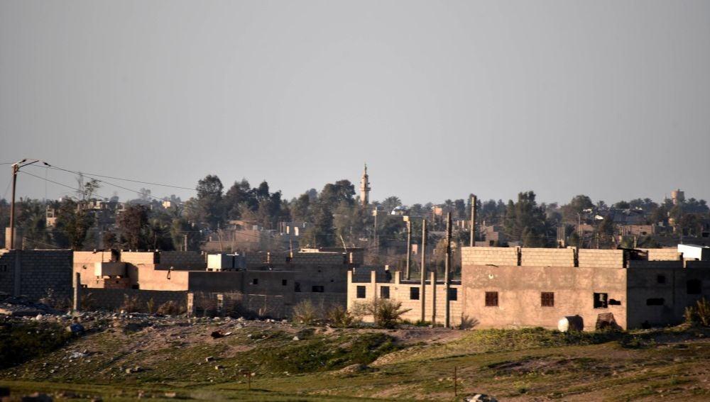 Civiles abandonan último reducto del EI por orden de yihadistas y por hambre