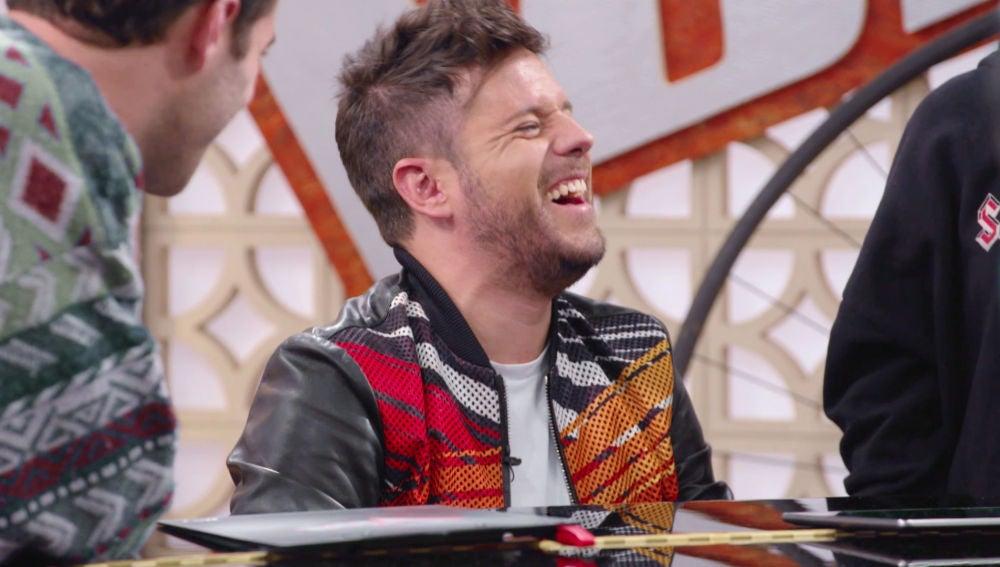 Vídeo: Palomy anima a Pablo López a cantar con sus compañeros al piano