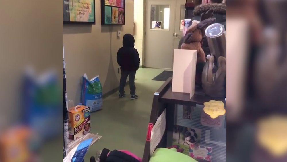 Niño recibe una sorpresa