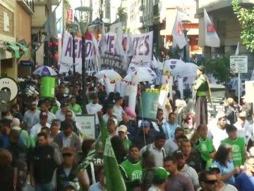 Miles de argentinos protestan ante las medidas de austeridad de Macri