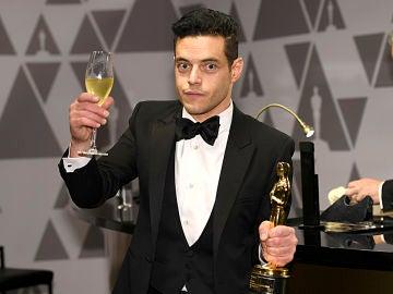 Rami Malek con su premio Oscar
