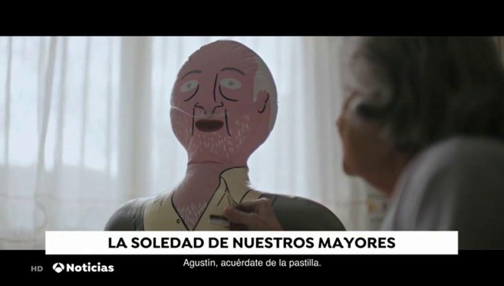 'Familias hinchables', la campaña viral que lucha contra la soledad de las personas mayores