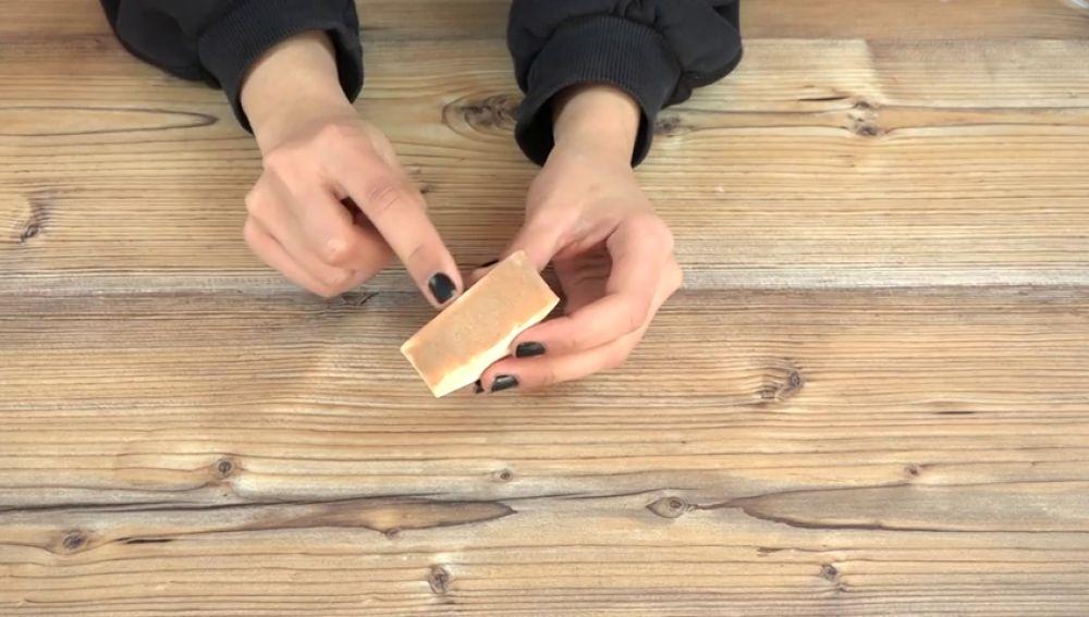 El mágico ingrediente que limpia tu esponja de maquillaje en menos de 30 segundos