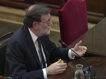 Rajoy dice que le preocupaba que un Gobierno autonómico pretendiera liquidar la Constitución