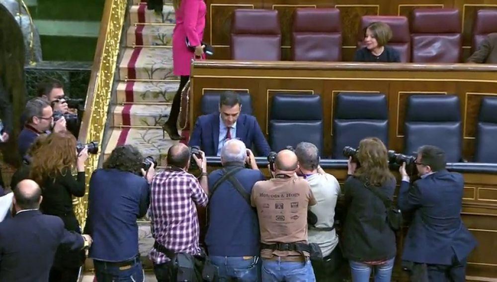Sánchez se sienta por última vez en el sillón asignado para el presidente del Gobierno a la espera de las elecciones del 28 de abril