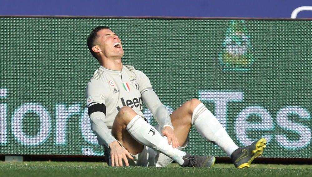 Cristiano Ronaldo se duele de un golpe