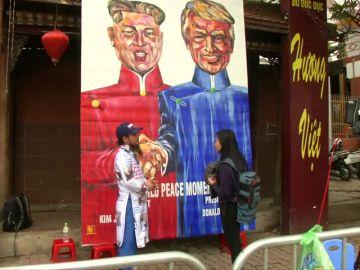 Un grafiti gigante de Trump y Kim Jong Un adorna las calles de Hanoi