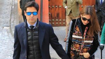 Francisco Rivera y Lourdes Montes durante el entierro de Rafael Serna