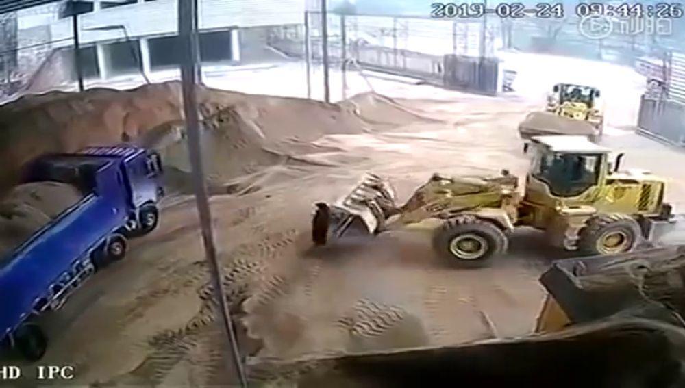 Fallece una mujer en China aplastada por una excavadora