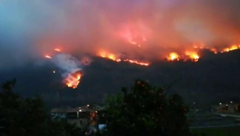 La lluvia pone fin a la oleada de incendios en Asturias y Cantabria
