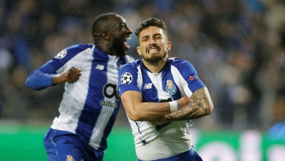 Telles celebra su gol contra la Roma