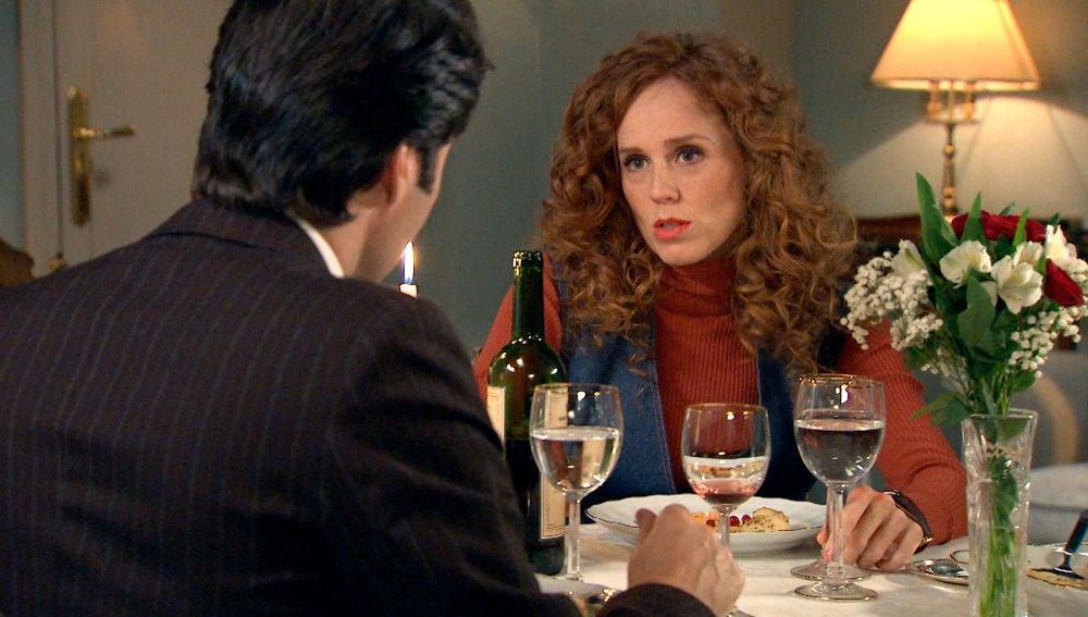 Natalia, dispuesta a sonsacar a Gabriel en una cena romántica