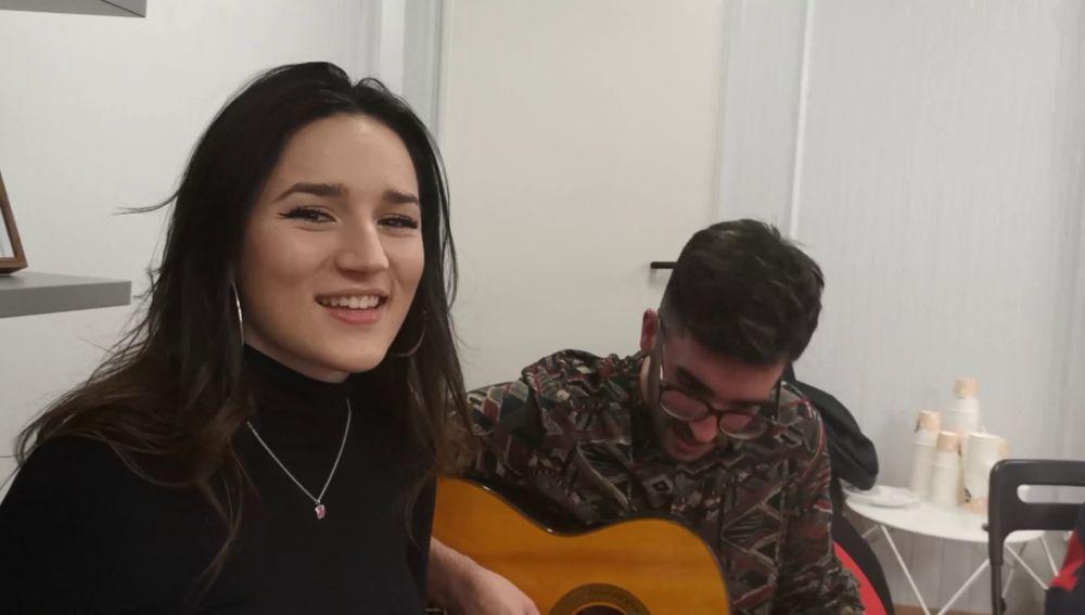 La emocionante actuación a dúo de los familiares del Equipo Fonsi en 'La Voz'