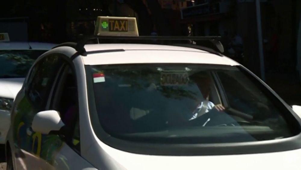 Miramos con lupa los reglamentos del taxi