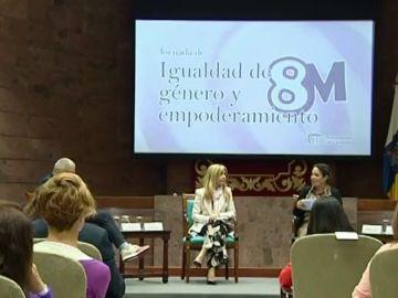 Encuentro de mujeres en el Parlamento de Canarias