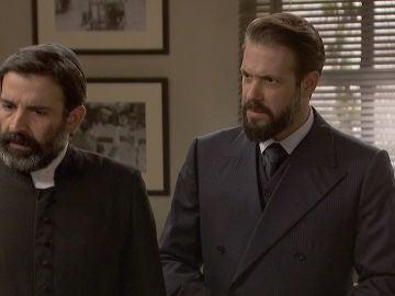 Carmelo y Don Berengario, a punto de quedarse al desnudo ante las autoridades