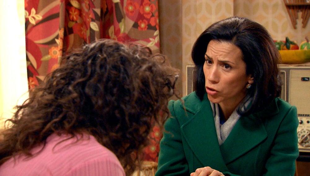 """Manolita pide discreción a Amelia:""""Marcelino ha descubierto tu secreto"""""""