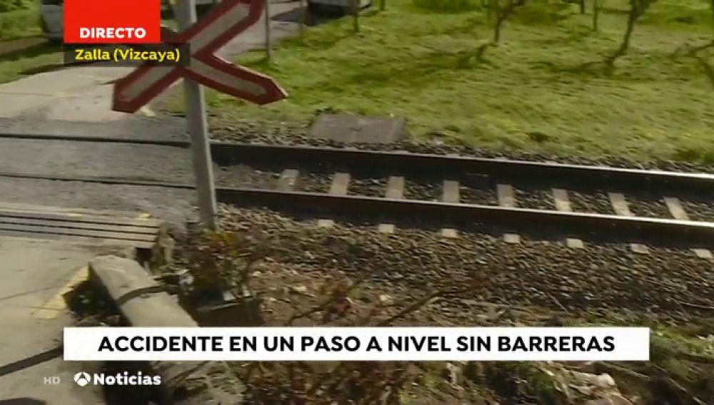 Un helicóptero traslada a un conductor herido grave tras ser arrollado por un tren en Zalla, en Bizkaia