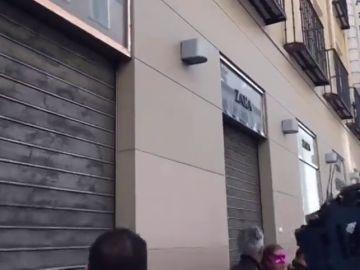 Varios comercios cierran en el centro de Madrid ante la presencia de piquetes en sus puertas
