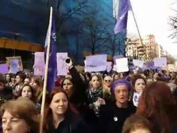 MIles de mujeres se concentran en Bilbao por el Día Internacional de la Mujer
