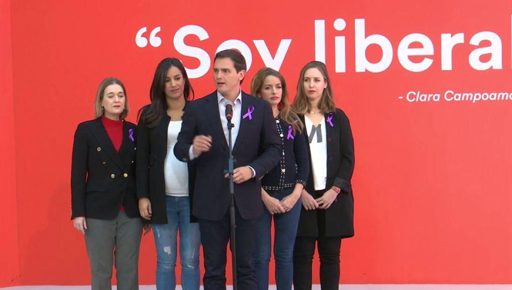 Rivera homenajea a Clara Campoamor como gran referente liberal y feminista