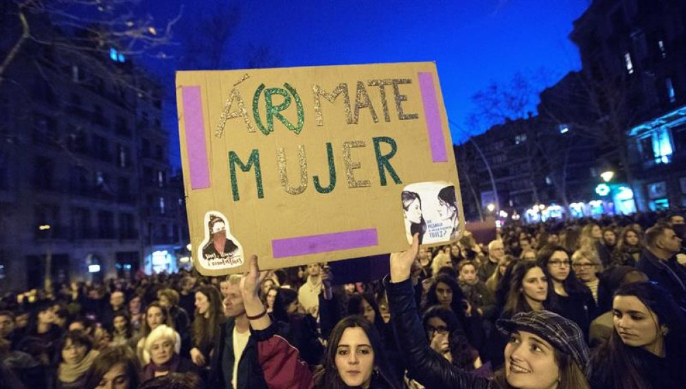 'Á(r)mate mujer'