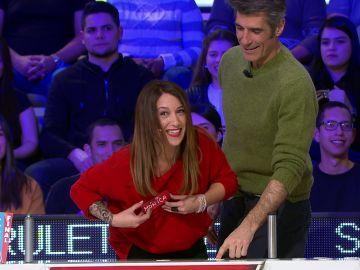 La primera vez que una concursante se queda enganchada al tirar de 'La Ruleta de la suerte'