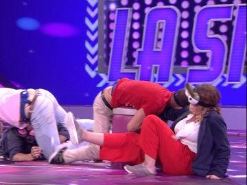 Silvia Abril pide disculpas al no poder parar de reír en 'Atrapa la silla'