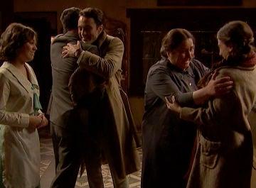 Consuelo, Matías y Marcela celebran el reciente compromiso de Elsa y Álvaro