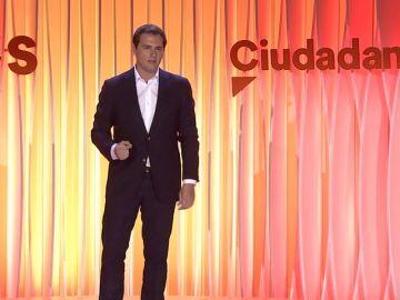 Rivera promete frenar a los independentistas sin indultos y afrontar los grandes retos del país