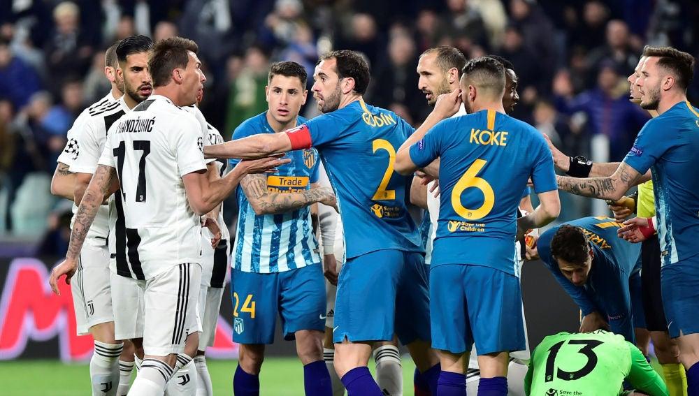 Diego Godín, en un momento del partido ante la Juventus
