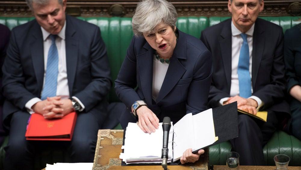La primera ministra británica, Theresa May, en el Parlamento de Reino Unido.