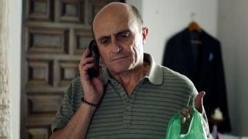 Alfonso decide entregarle a Coral la droga de Francisco